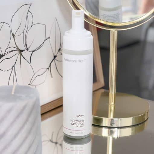 Dermaceutical Shower Mousse mit leckerem Kokosnussduft